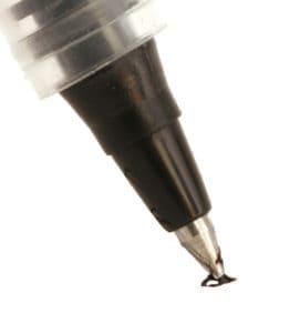 Kuliflecken können mit Hausmitteln von Leder und Kunstleder entfernt werden