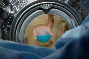 Ein Oxi - Waschmittel ist bei hartnäckigen alten Flecken oft die letzte Möglichkeit den Stoff wieder sauber zu bekommen