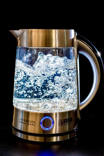 Wasserkocher entkalken reinigen die besten hausmittel - Wasserkocher entkalken essigessenz verhaltnis ...