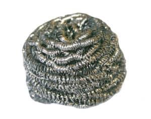 Stahlwolle ist eines der Besten Hilfsmittel um angebrannte Essensreste aus Töpfen zu entfernen
